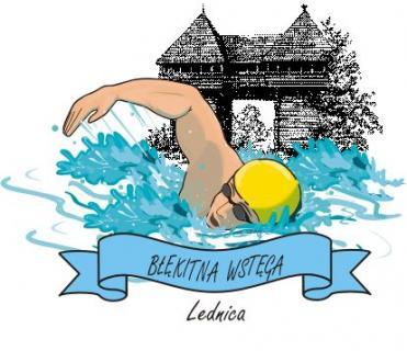 Pływak w żółtym czepku na tle bramy Ostrowa Lednickiego